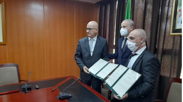 signature d'une convention entre le CNRLCA et le HCA