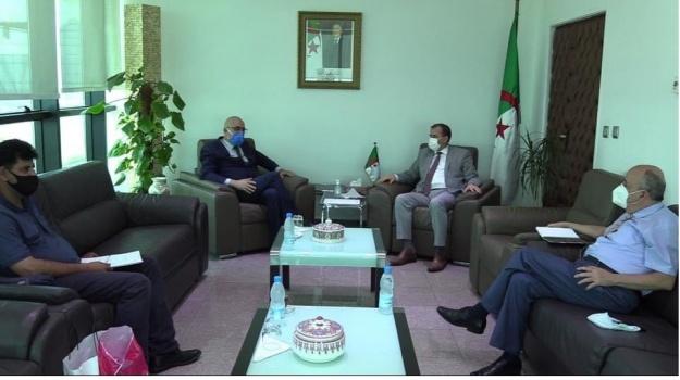 لقاء ا الأمين العام للمحافظة السامية للأمازيغية سي الهاشمي عصاد مع وزير التجارة.